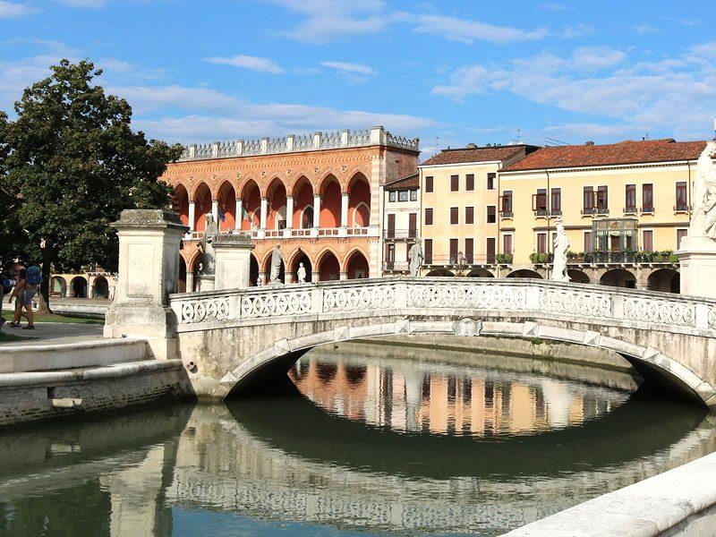 Padua (90 km) Hotel Garni San Carlo